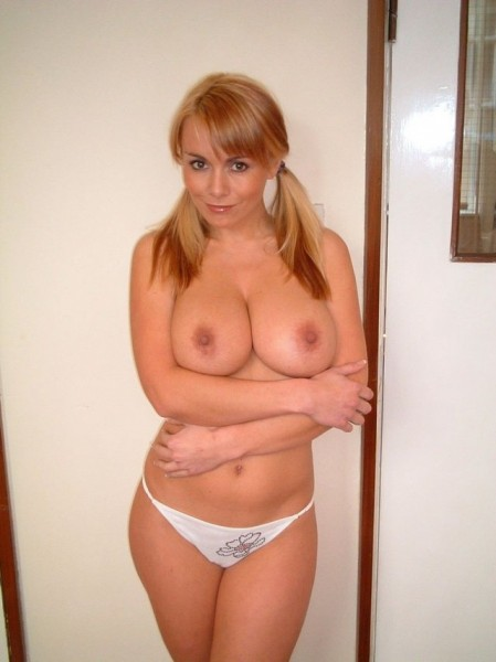 sexy babe wide hips fake tits