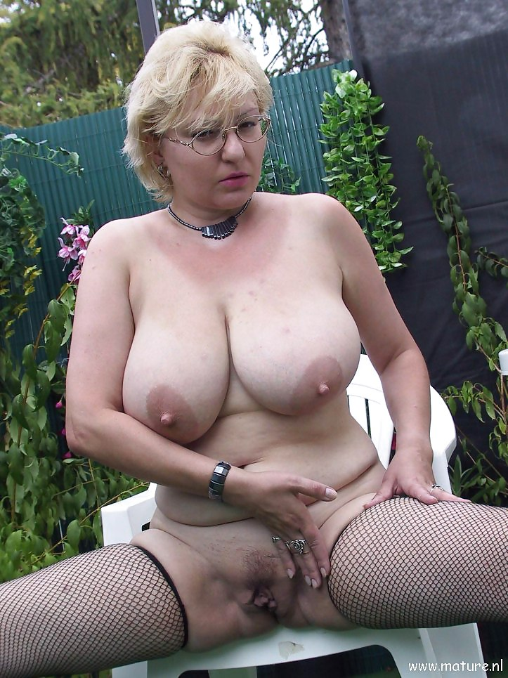 thick busty mature pics